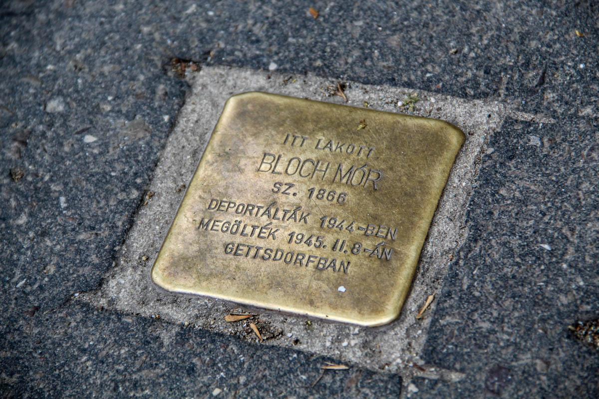 Holokauszt-emlékműveken lépkedünk mindennap, és észre sem vesszük