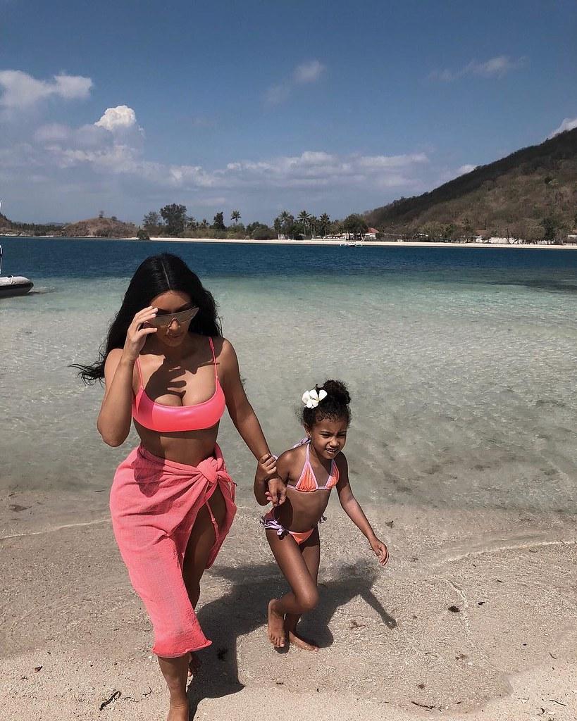 Кардашьян со старшей дочерью на Бали