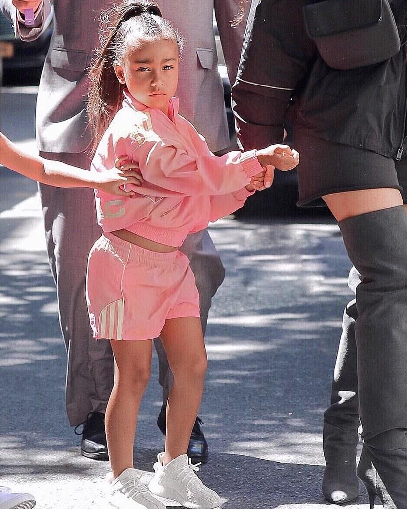 Изучаем стиль дочки Ким Кардашьян
