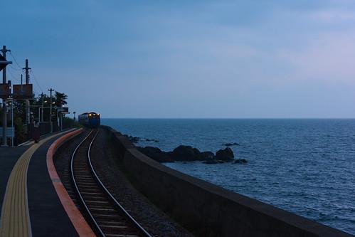 train station rail sea jr sunset nagasaki chiwata japan blue cloud sony nex7 sel1670z 長崎 千綿駅 九州