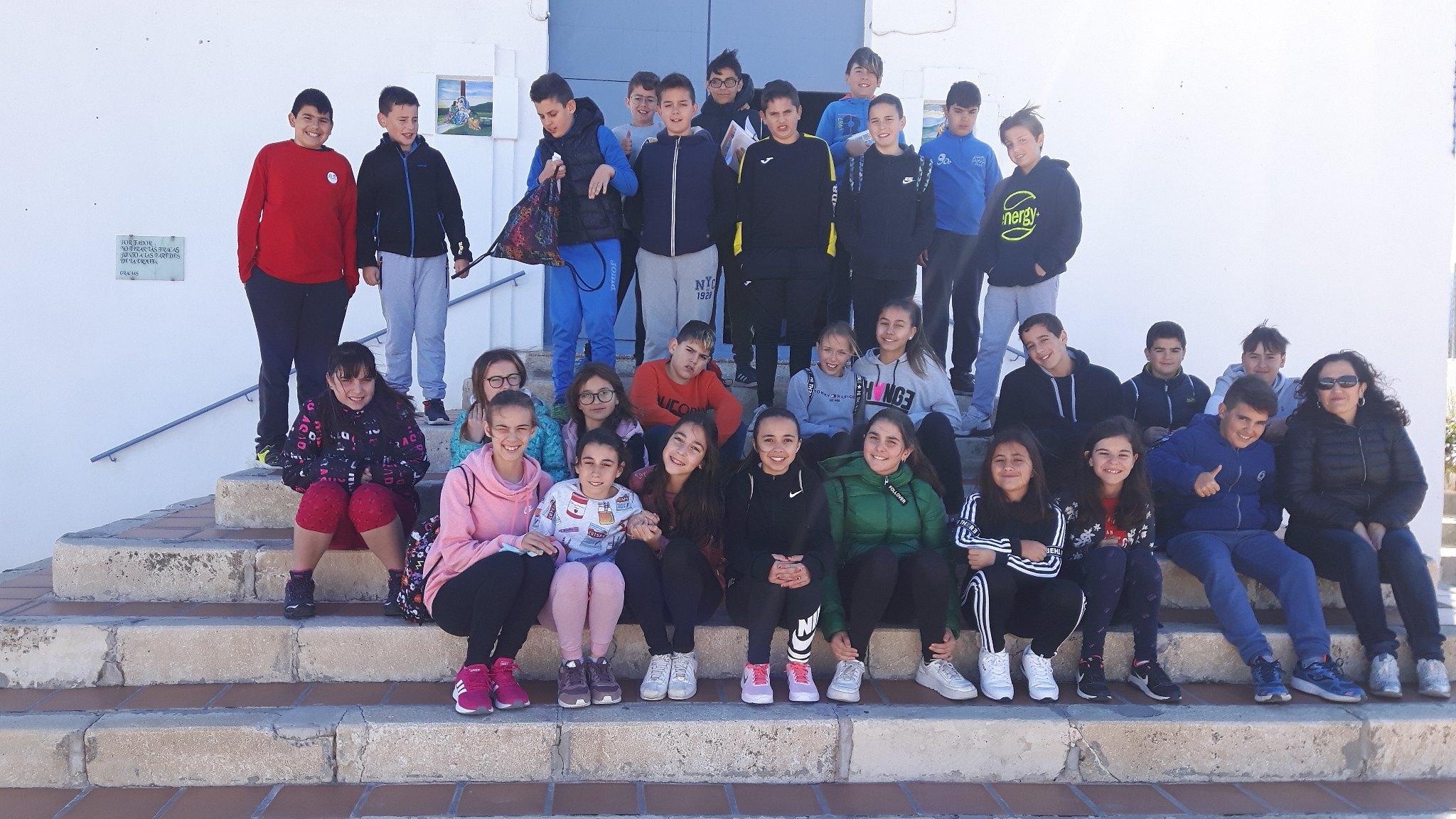(2019-04-11) Visita ermita alumnos Pilar - 6 primaria -  9 de Octubre - María Isabel Berenguer (04)