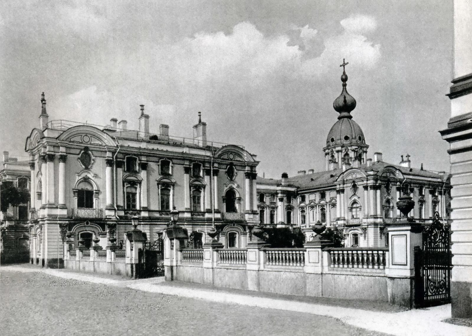 Смольный монастырь. Вид с юго-запада