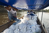 EU food kits were also distributed to even remoter communities along the Inirida River, especially those who cannot afford to reach the main distribution centres.  © 2019 European Union (Photographer N. Mazars)