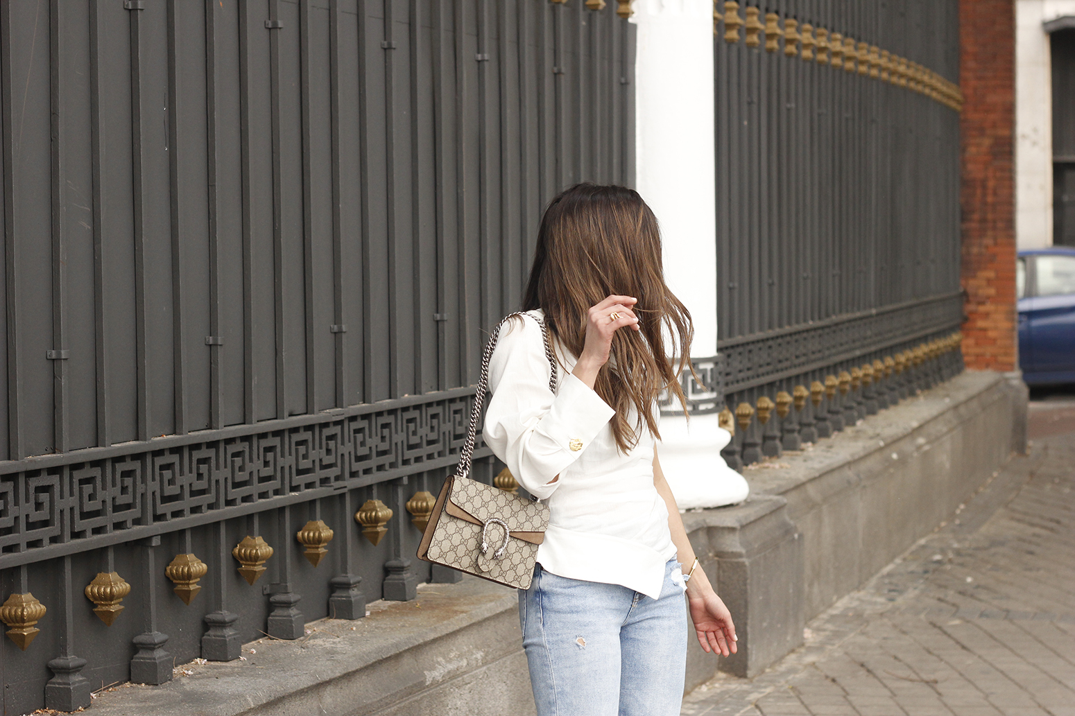 White Asymmetrical Linen Top jeans gucci bag street style outfit 20191