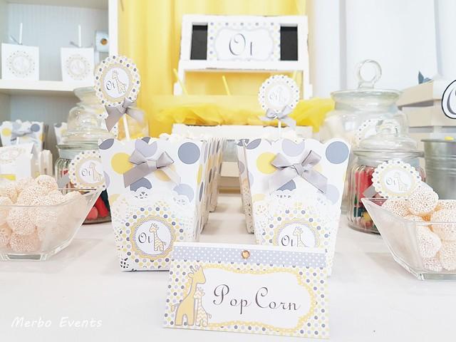 mesa dulce bautizo niño amarillo merbo events