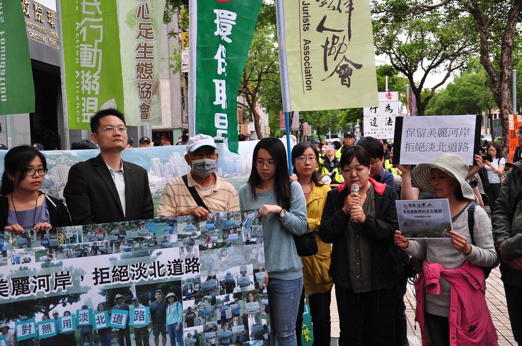 環境法律人聯盟在環保署前舉行記者會。孫文臨攝