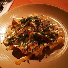 Visserligen sikrom på chipsen, men mums! Och så cava till det. #schnitzel #mittwoch