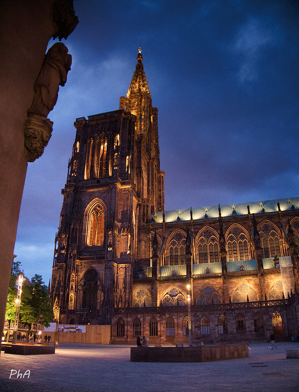 Strasbourg by night 32861580727_b1160c2b9b_c