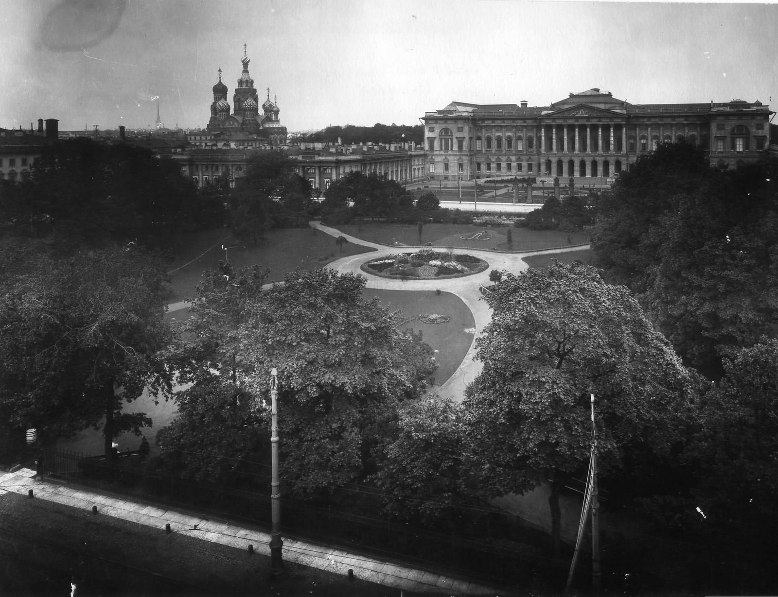 Вид на Михайловскую площадь