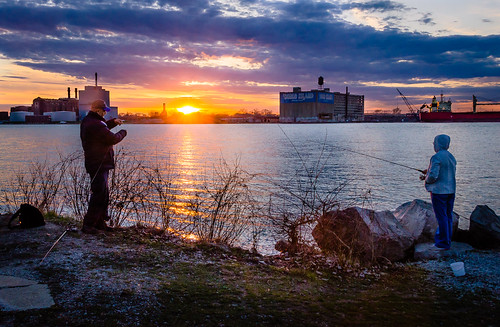 2019 april canada detroit detroitriver michigan ontario queenspark sandwich windsor fishing riverfront spring sunset
