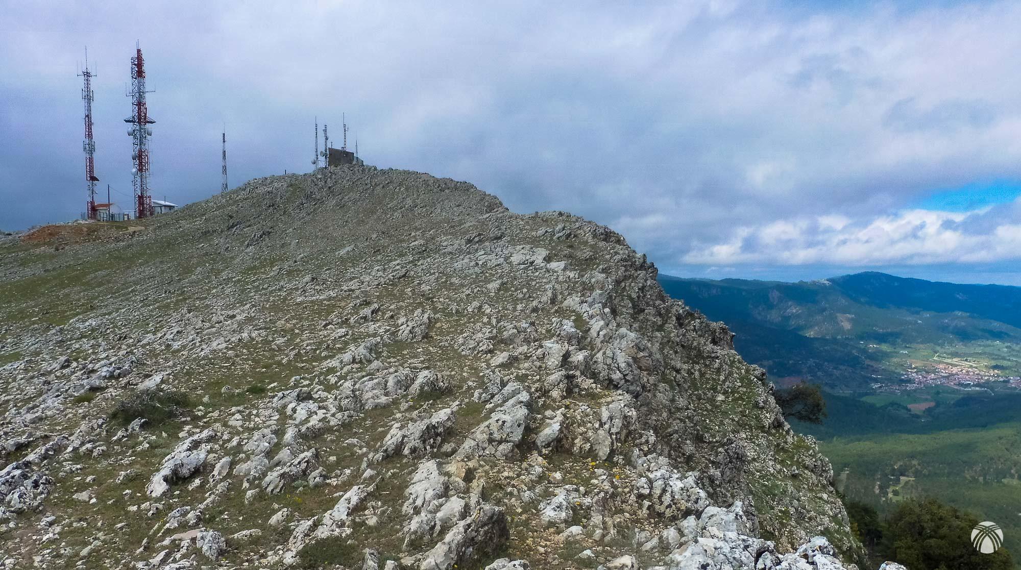 Cumbre y antenas del Padroncillo. Riópar a la derecha