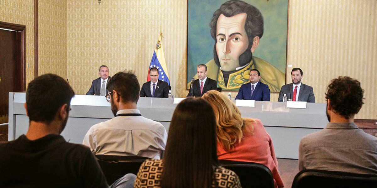 Venezuela restablece paso fronterizo con Brasil y conexiones con Aruba