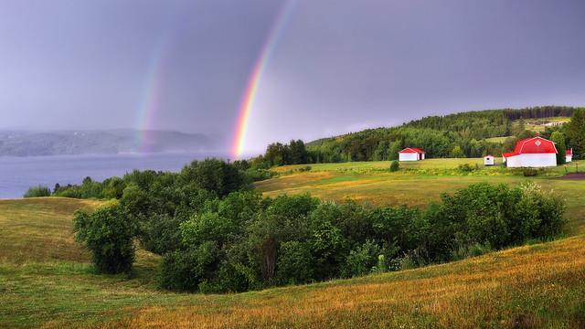 Arc-en-ciel le long de la rivière Saguenay
