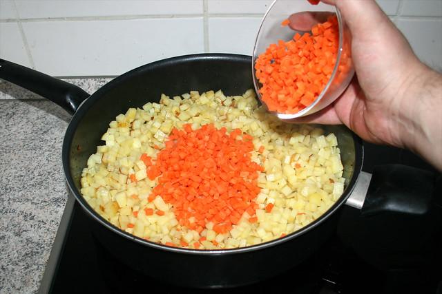 19 - Gewürfelte Möhren hinzufügen / Add diced carrots