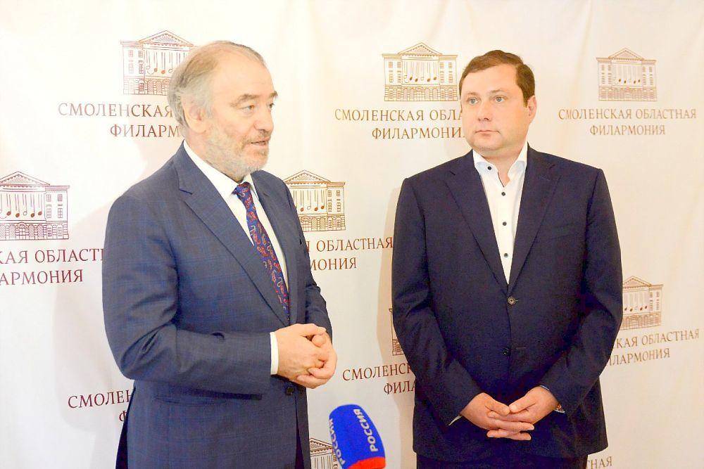 Валерий Гергиев и Алексей Островский во время пресс-выхода в Смоленском драмтеатре
