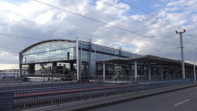 2006/12 Berlin Bahnhofshalle Ostkreuz S3/S5/S7/S8/S41/S42/S75/S85 Hauptstraße in 10245 Friedrichshain