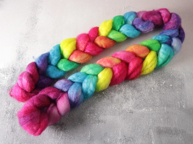 British Bluefaced Leicester wool top/roving hand-dyed spinning fibre 115g – 'Lollipop'  (rainbow gradient)