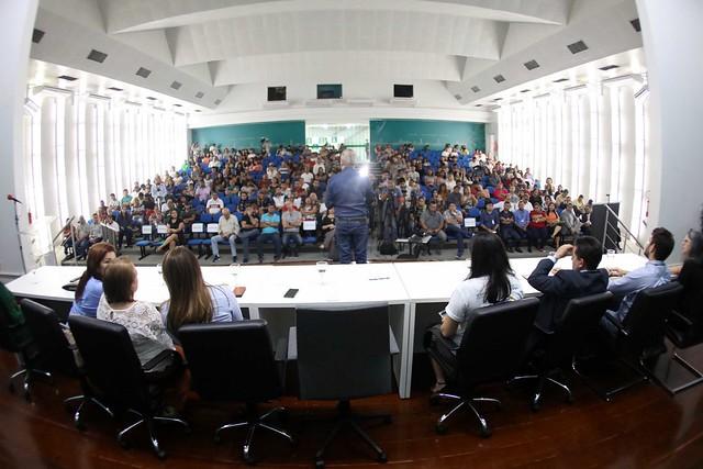 13.05.2019 Prefeito certifica 350 alunos de projeto de qualificação profissional