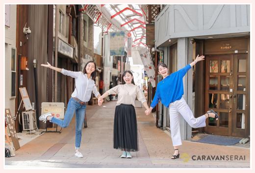 2018年のミスせとものの3人と銀座通り商店街 愛知県瀬戸市