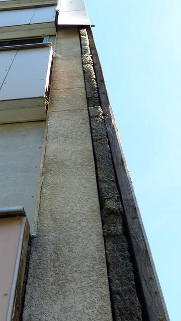 30 ans apres les rehabilitations, les grands-ensembles vieillissent .. pour preuve Montchovet à St-Etienne toutes les plaques s'en vont... douçement mais surement