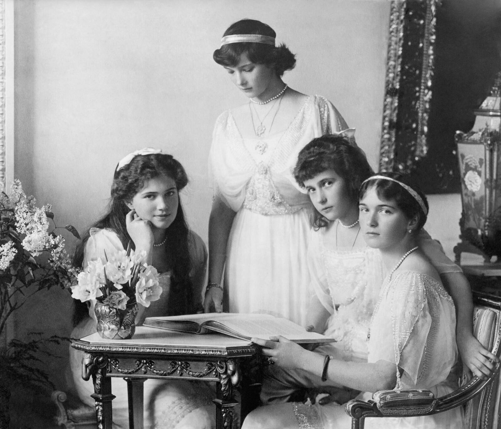 1910-е. Дочери царя Николая II, в том числе Мария Татьяна, Анастасия и Ольга