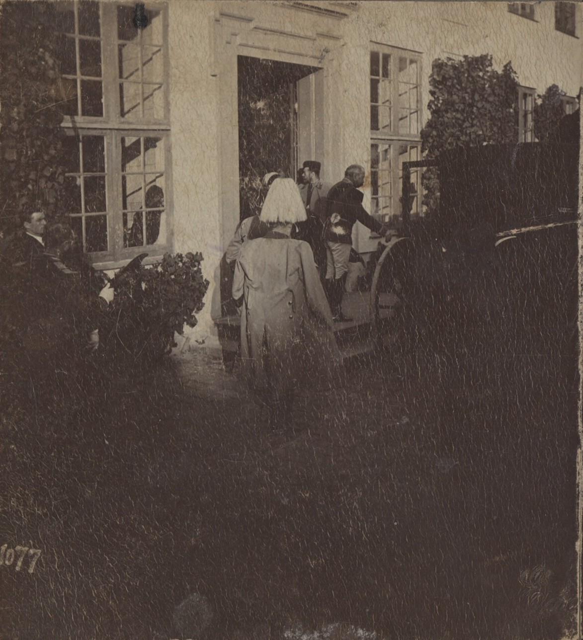 1896. Император Николай II покидает особняк в Роскилле