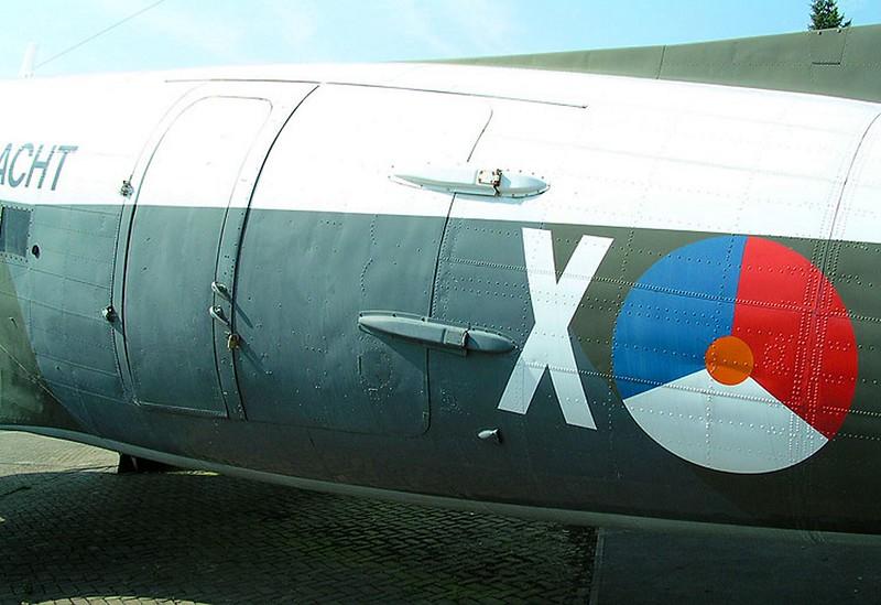 道格拉斯的C-47轨-达科他州00002