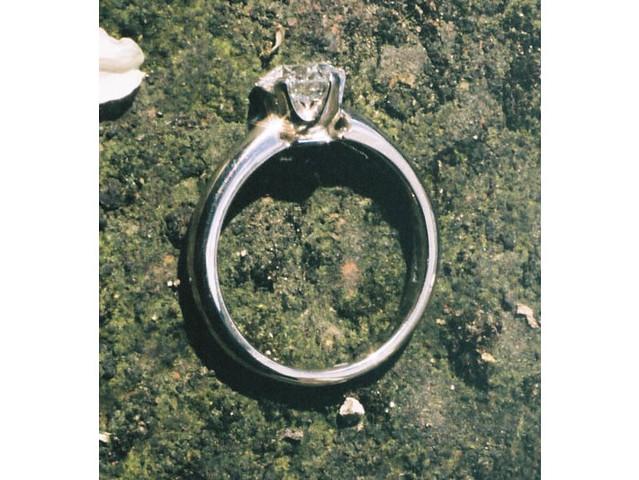Briony flower, diamond ring