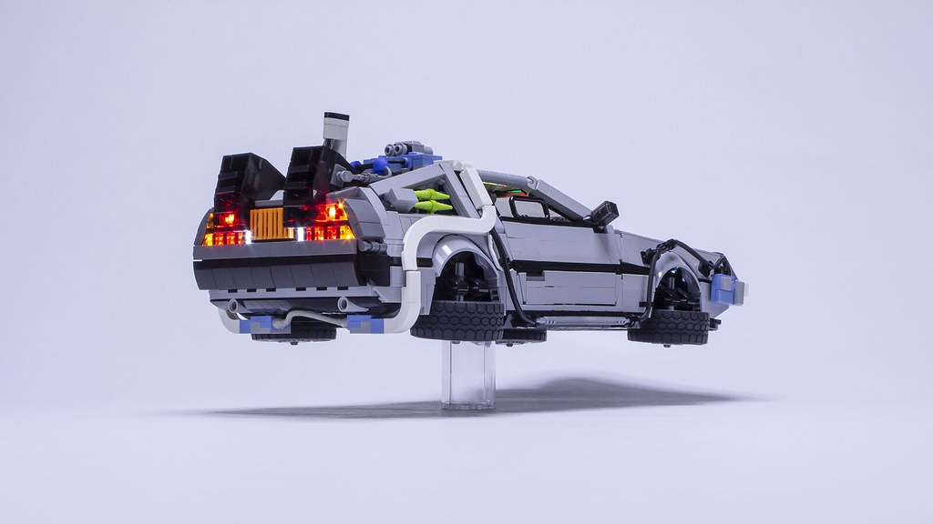 BTTF2 Delorean - Hovering low