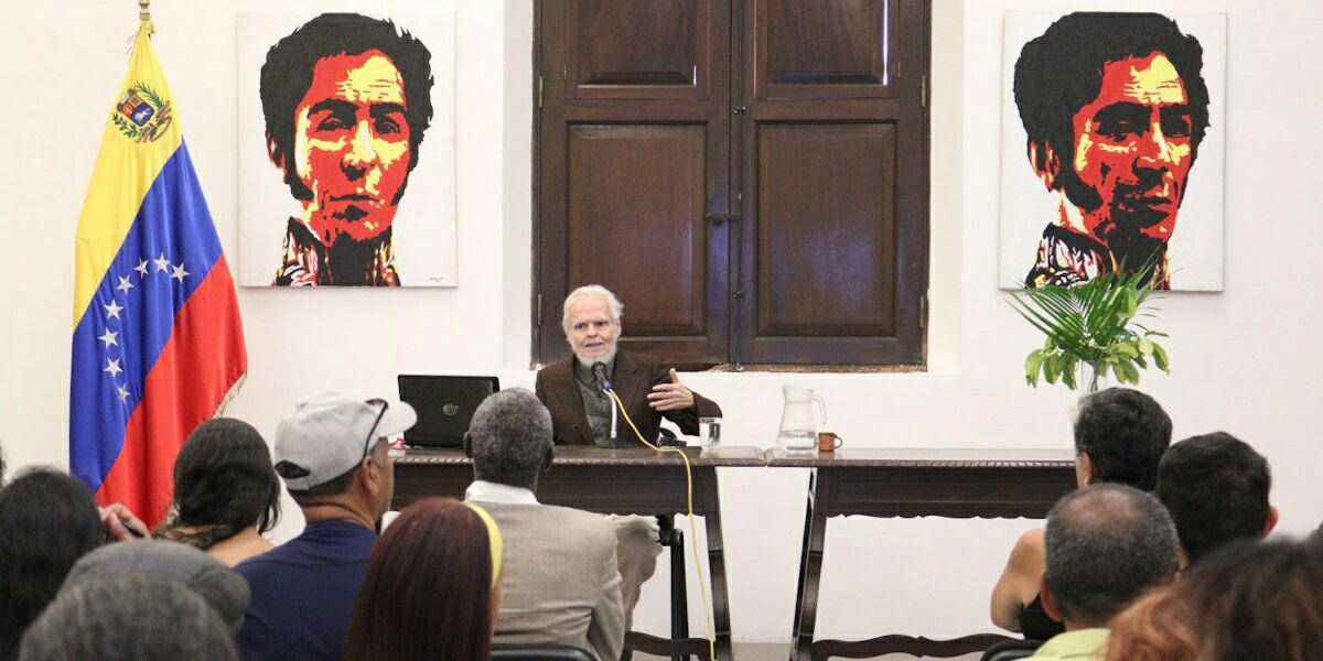 """Foro """"Trump desbloquea Venezuela"""" impartido por Luis Britto García"""