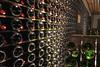 Schatz der Sektkellerei: Lager für Tausende Flaschen, geordnet nach Jahrgängen