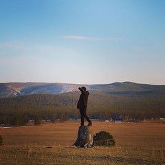 島上哲學樹有大半被砍伐,原來是因為薩滿教信徒深信萬物有靈,砍樹刻畫神靈模樣來膜拜,半截樹隨處可見! 【浪遊旅人】http://bit.ly/1zmJ36B #bacpackerjim #religion #shamanism #shamantree #tree #hotel #MelodiaOlkhona #ontheway #lake #baikal #khuzhir #irkutsk #Ирку́тск #siberia #russia #россия #北途三國貝加爾