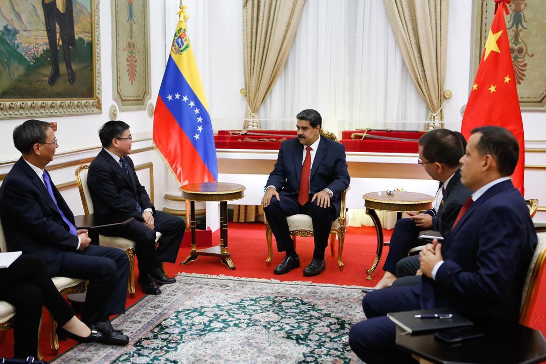Presidente Maduro sostiene reunión con director para América Latina y El Caribe de la República Popular China