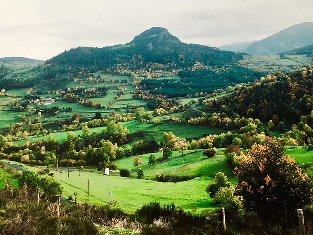 Les premières couleurs d'automne arrivent sur la hte Ardèche France ⛰🐂🐐