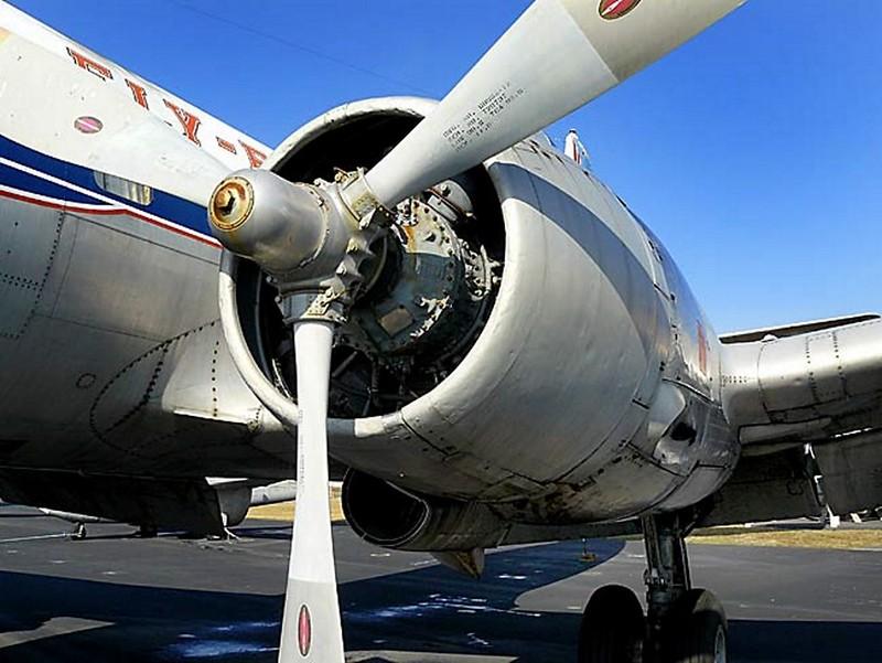 Martin 404 Airliner Silver Falcon 00003
