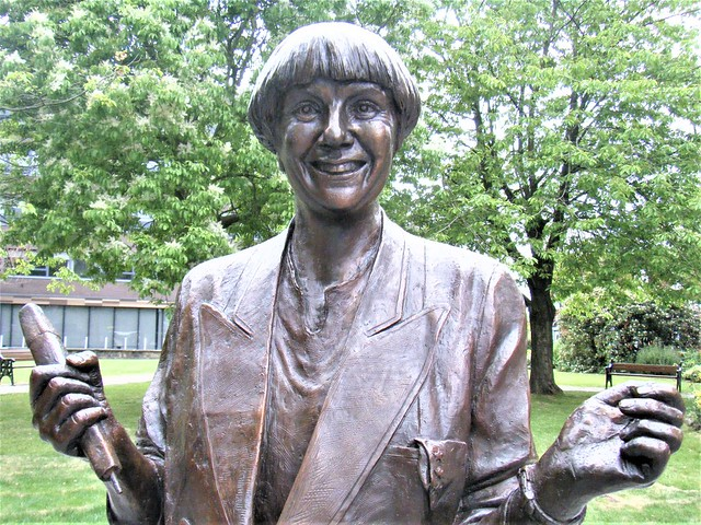 VICTORIA WOOD = comedian = bronze statue