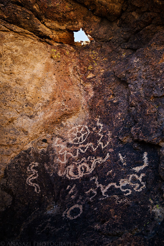 Hole-in-the-Boulder Petroglyphs