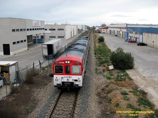 Tren de Cercanías de Renfe (línea C-3) a su paso por el Polígono Industrial de