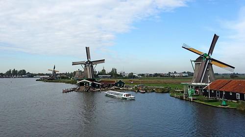 Netherland - Windmühlen am Canal mit Ausflug Schiffen | by monte-leone