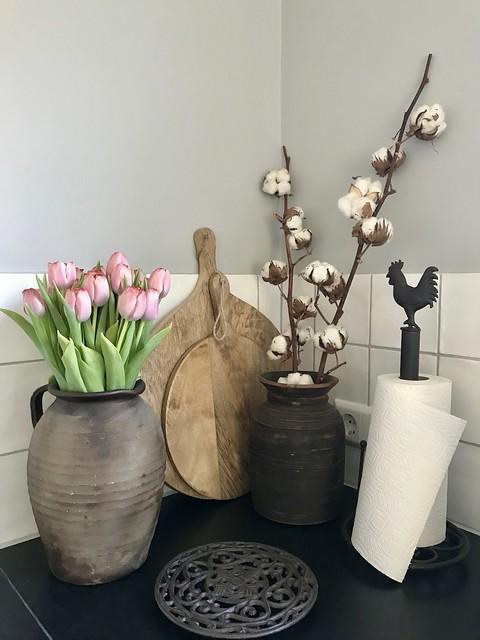 Hoekje aanrecht tulpen keukenrol houder snijplanken
