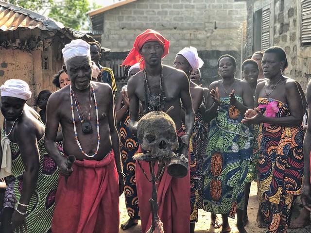 Ceremonia vudú en un templo de Shangó en Benín