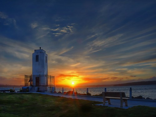 washingtonstate pacificnorthwest pugetsound brownspoint lighthouse brownspointlighthouse sunset