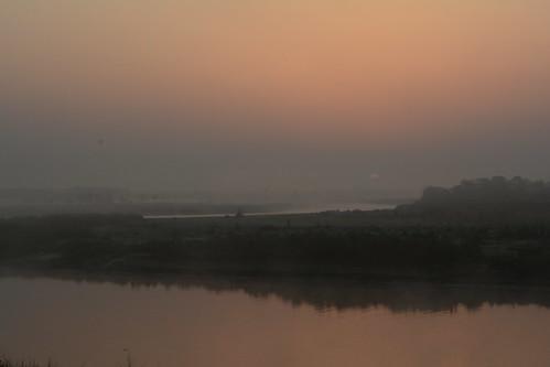 barahijunglelodge nepal sunrise raptiriver eastraptiriver chitwannationalpark