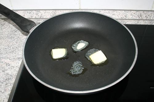 02 - Butter in Pfanne erhitzen / Heat up butter in pan
