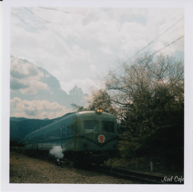 電車にドレンがついた by Noël Café