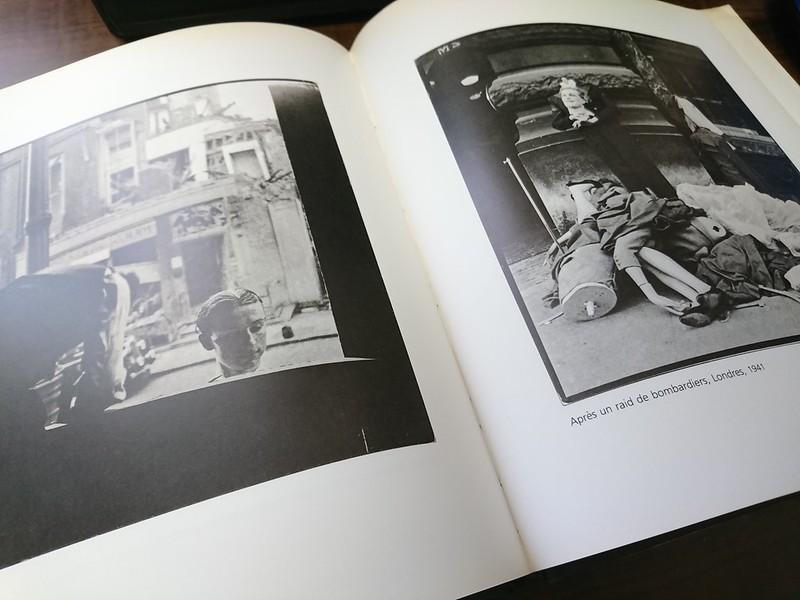 これら2点はピエール・カルダン展覧会のカタログに収められている作品です。