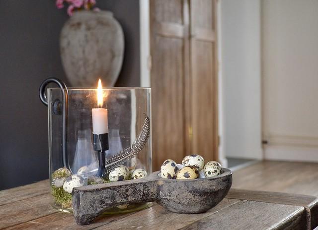 Glazen windlicht houten lepel met kievitseieren