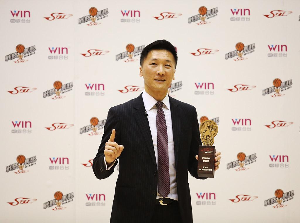 許晉哲生涯第7度獲選為年度教練。(籃協提供)