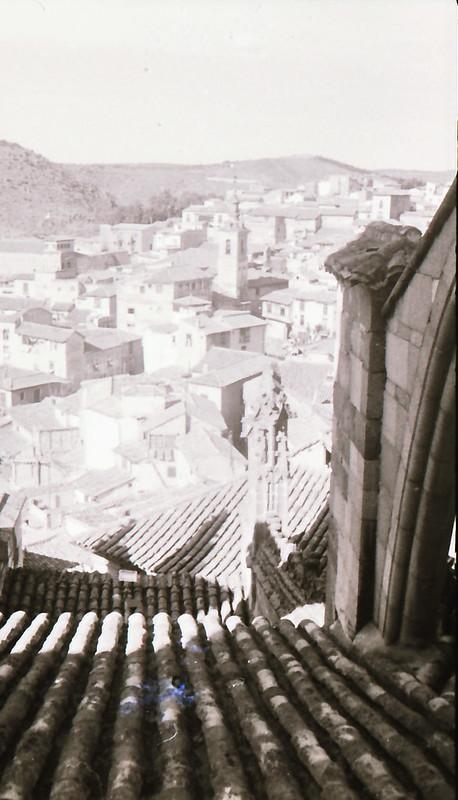 Vista tomada desde las zonas superiores de la Catedral de Toledo en los años 60. Fotografía de Victoriano de Tena Sardón