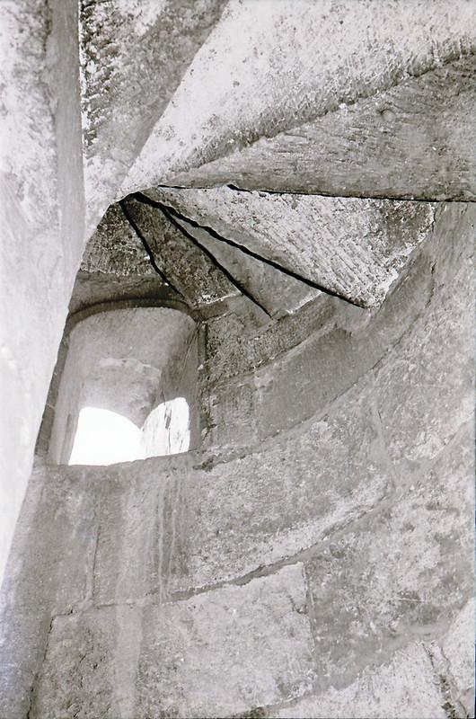 Escalera de caracol. Vista tomada desde las zonas superiores de la catedral en los años 60. Fotografía de Victoriano de Tena Sardón